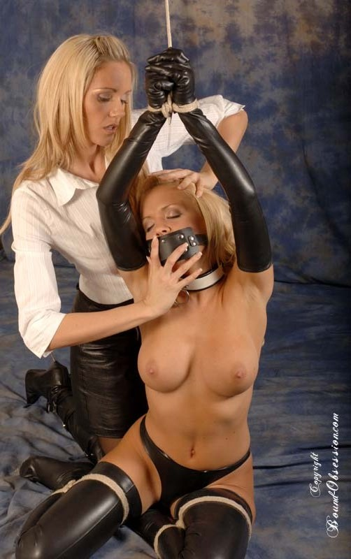 Blonds With Dildos 117